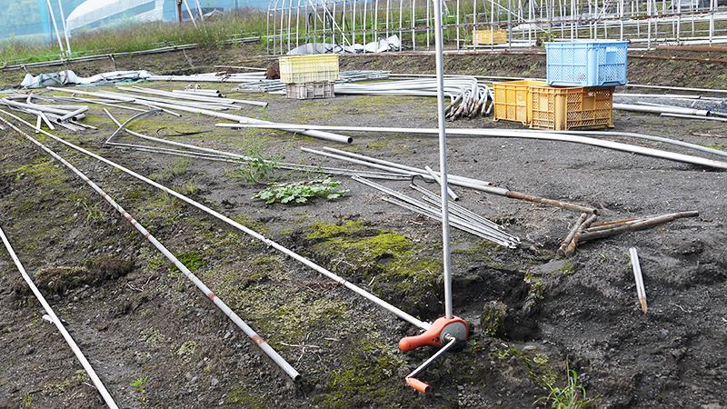 栽培者の皆様が自ら霊芝栽培に適したハウス作りを行います。