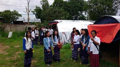 ミャンマー農場 農業大学の生徒が農場見学にやって来ました